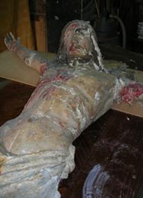 Statua Lignea Raffigurante Cristo, durante il restauro