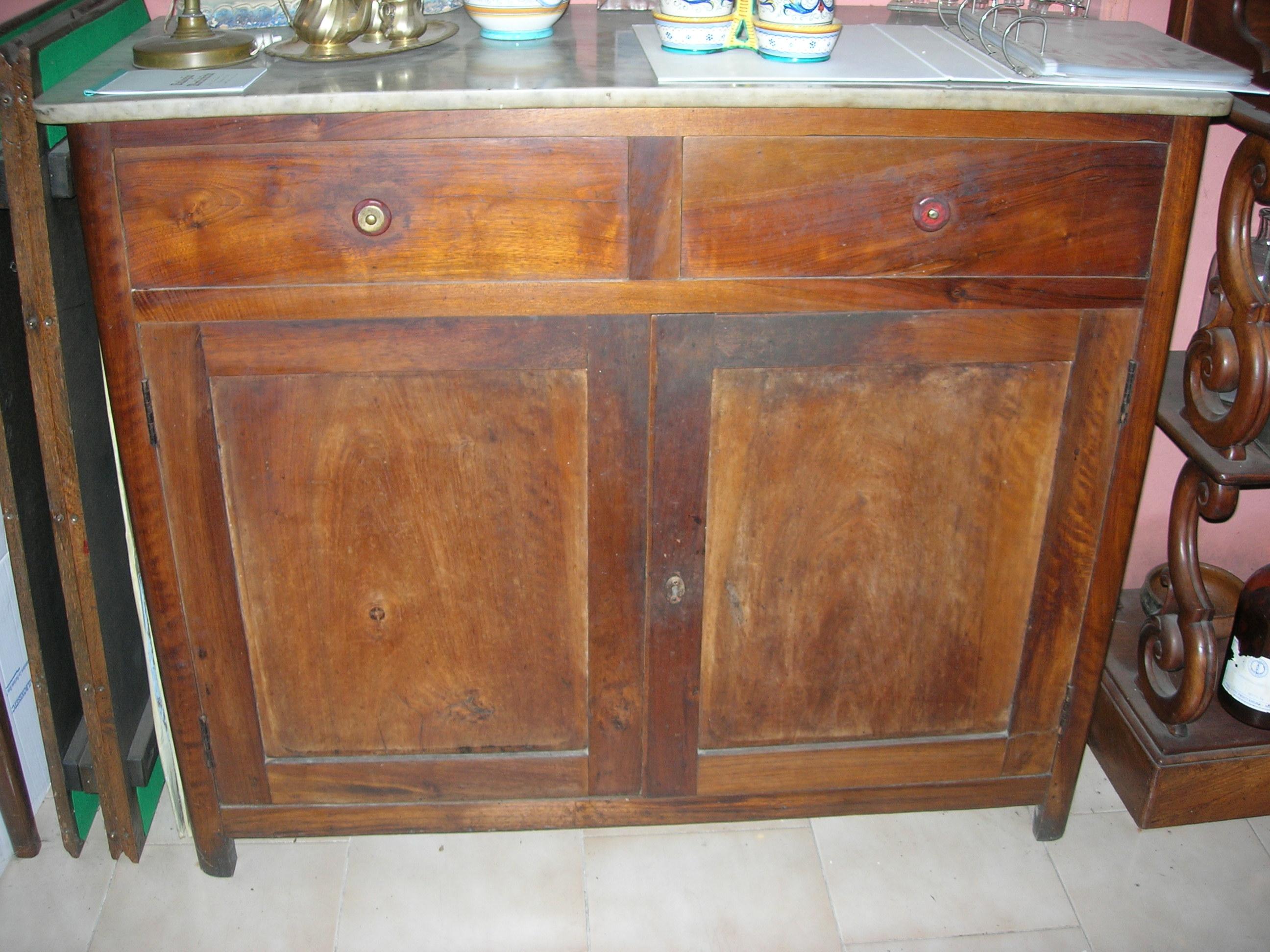 Credenza Con Ripiano In Marmo : Credenza a due ante in legno di noce vendita e restauro